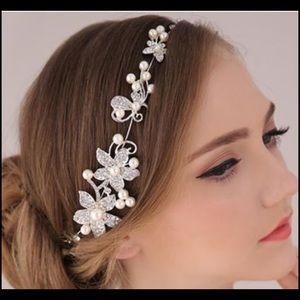 Wedding jewelry headpiece with pearls